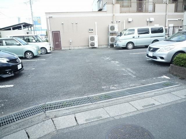 クレストヴィラヒヨシ 02020号室の駐車場