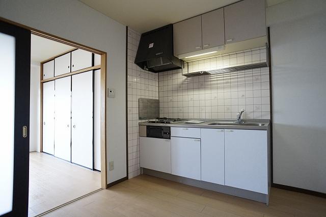 クレストヴィラヒヨシ 02030号室のキッチン
