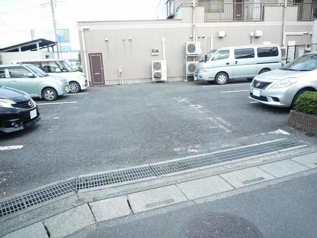 クレストヴィラヒヨシ 02030号室の駐車場