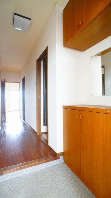 クレストヴィラヒヨシ 03020号室の玄関