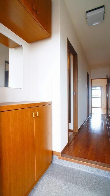 クレストヴィラヒヨシ 03030号室の玄関