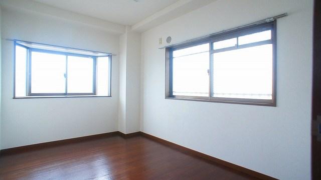クレストヴィラヒヨシ 04040号室の居室