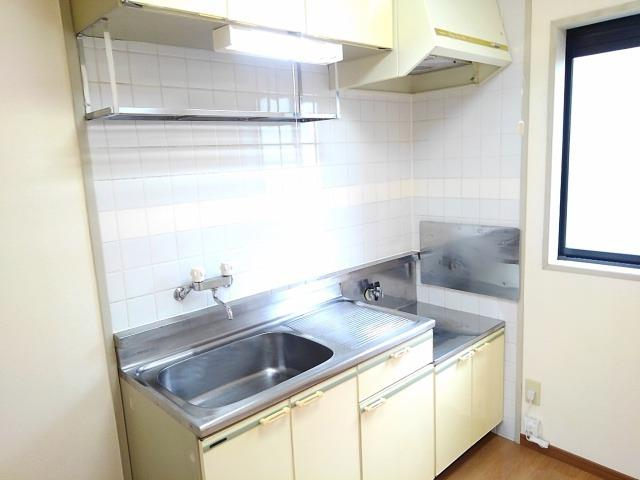 ファミーユハイツⅢ 01020号室のキッチン