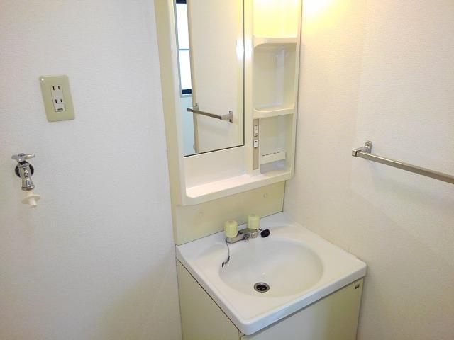 ファミーユハイツⅢ 01020号室の洗面所