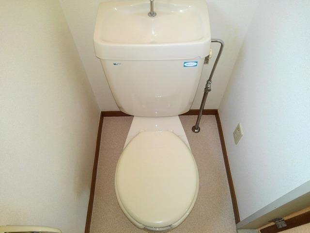 ファミーユハイツⅢ 01020号室のトイレ