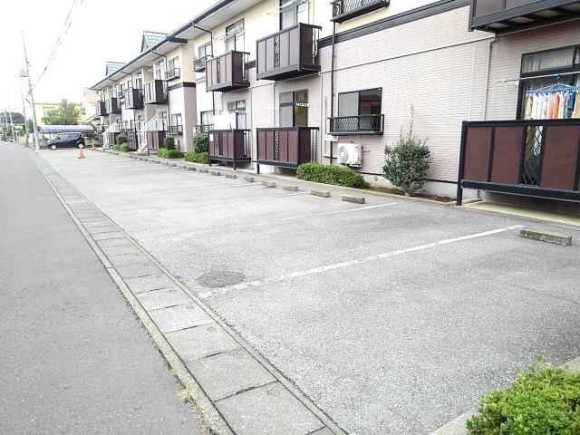 ファミーユハイツⅢ 01020号室の駐車場