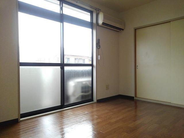 ファミーユハイツⅢ 02030号室の玄関