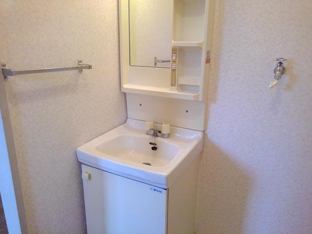 ファミーユハイツⅢ 02030号室の洗面所