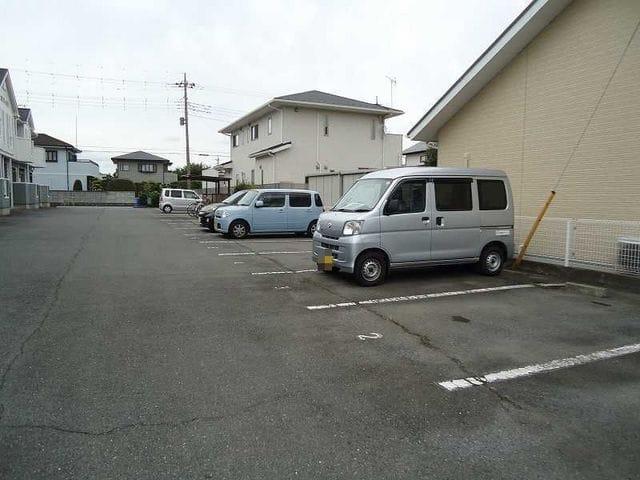 マノワールA 02010号室の駐車場