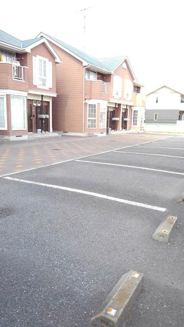 キャラバンサライ壱番館 01010号室の駐車場