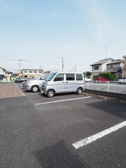 キャラバンサライ壱番館 02010号室の駐車場