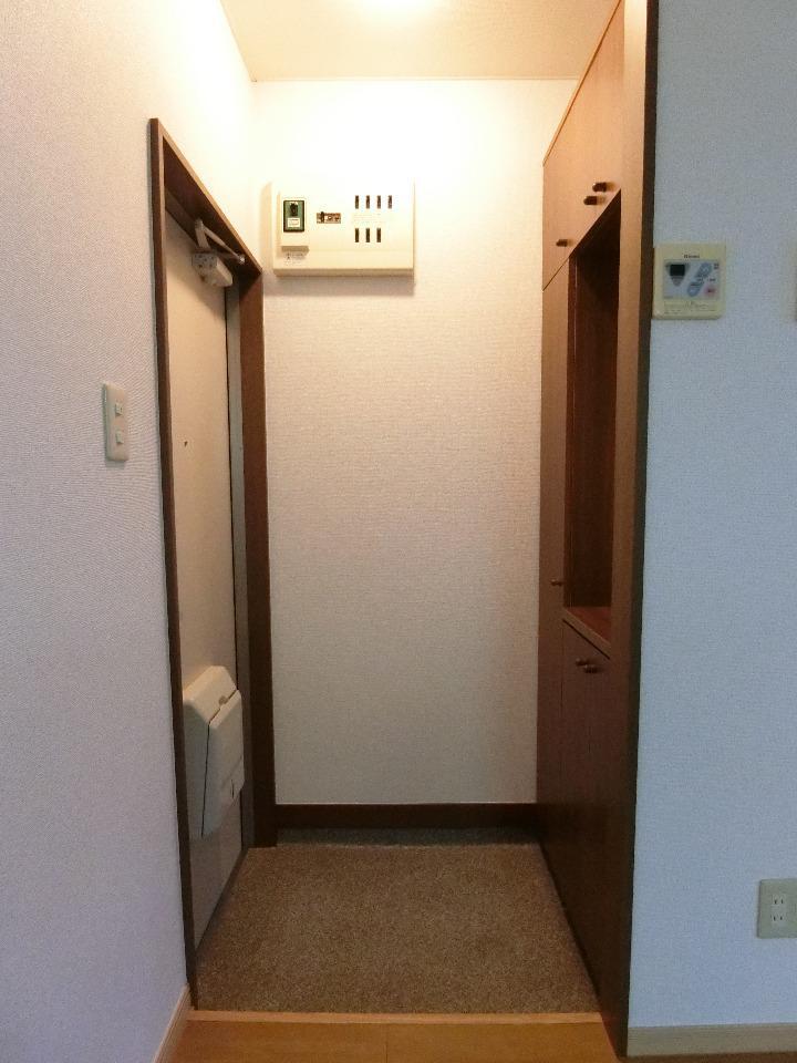 メイプル.ウエスト 01040号室の玄関
