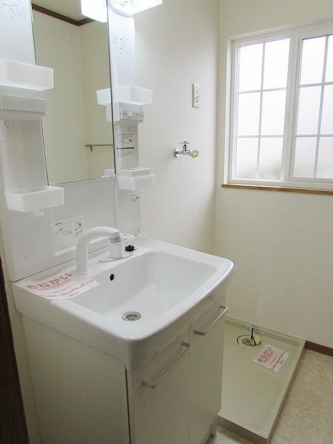メゾン・ド・ステラB 01010号室の洗面所
