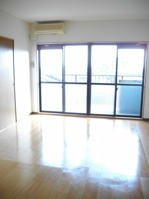 サニーコ-ト 03020号室のリビング