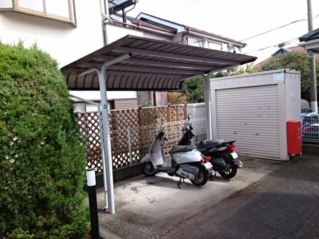 クルーセ・K 01010号室の駐車場