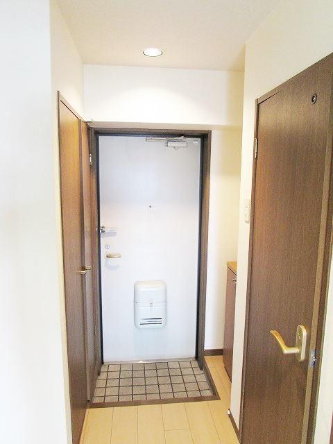 グレイスシャトル 02020号室の玄関