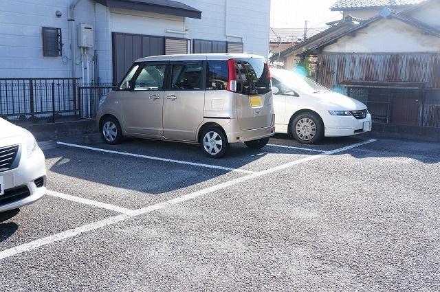 フレール与野本町 01040号室の駐車場
