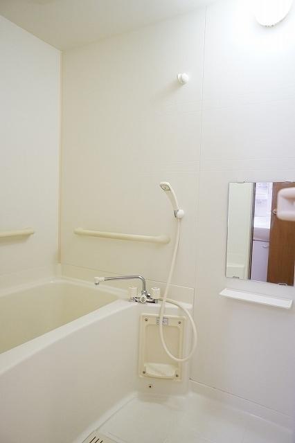 ファインモルティB 02010号室の風呂