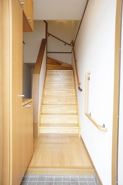 ファインモルティB 02010号室の玄関
