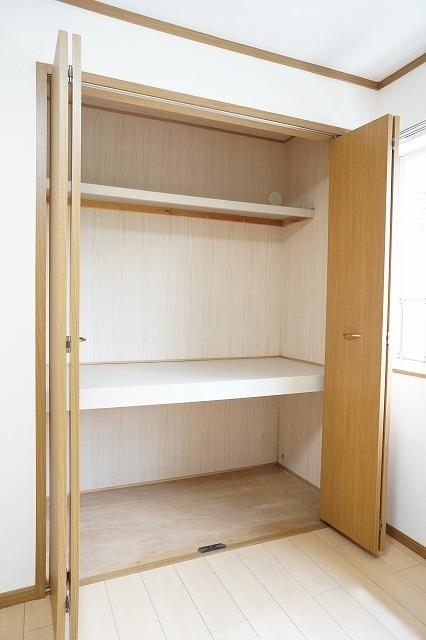 ファインモルティB 02010号室の収納
