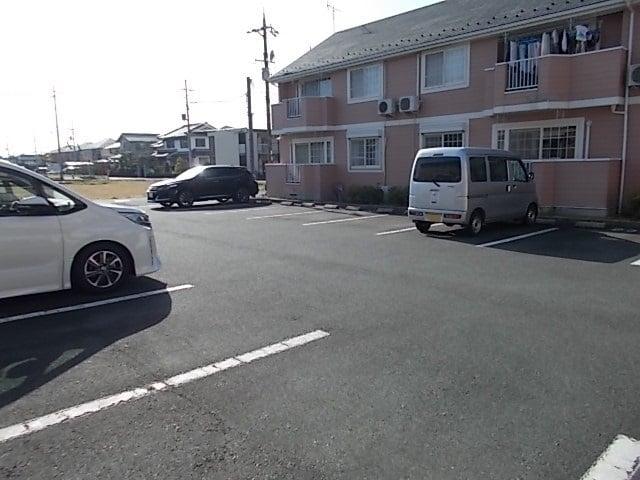 サンローレルⅡ 01020号室の駐車場