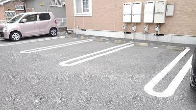 グランディ Ⅲ 02010号室の駐車場
