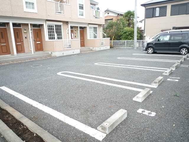 クレストールY・M Ⅱ 01020号室の駐車場