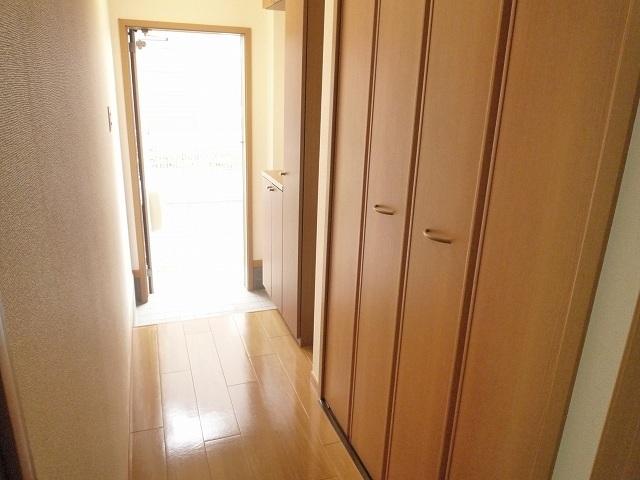 クレストールY・M Ⅱ 01020号室の玄関