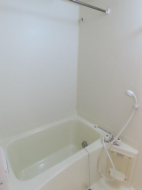 ヴェルドミールB 01020号室の風呂