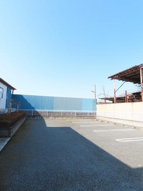 メゾン・ソレイユ A 02010号室の駐車場