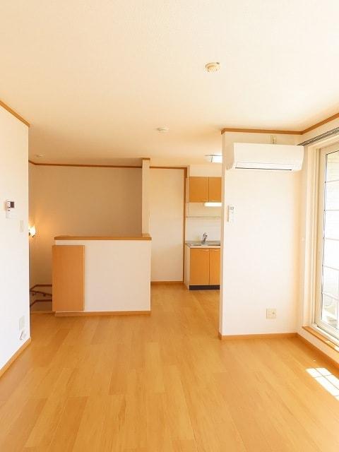 メゾン・ソレイユB 02010号室のリビング