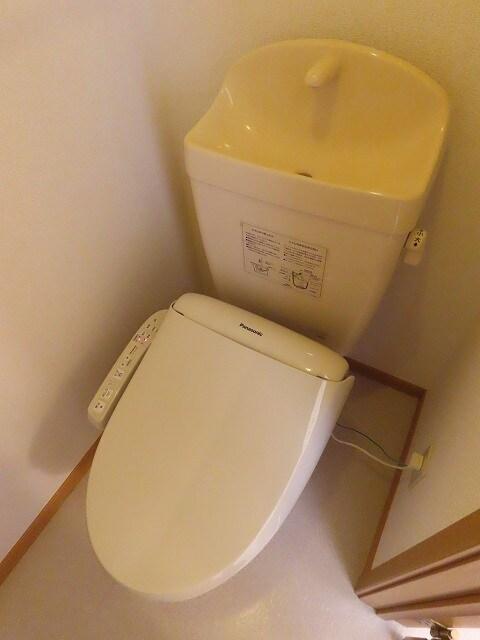 メゾン・ソレイユB 02010号室のトイレ