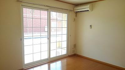 ルミエール弐番館 01030号室のリビング