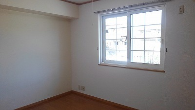 ルミエール弐番館 01030号室の居室