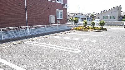ルミエール弐番館 01030号室の駐車場