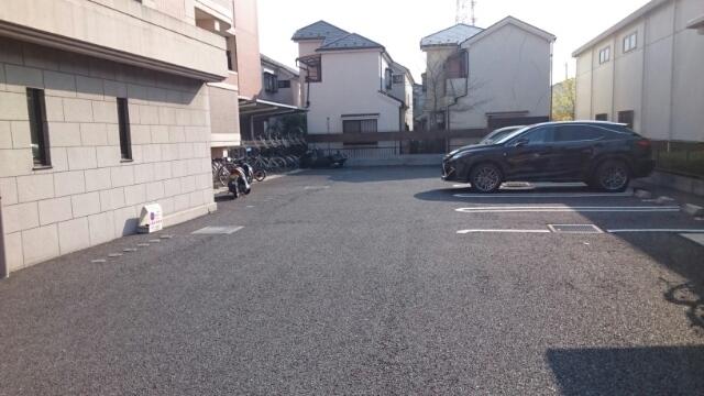 カスタナール 02080号室の駐車場
