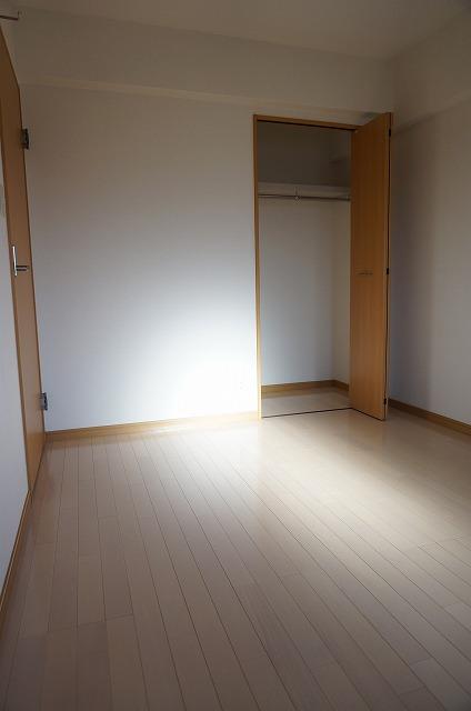 ヒルズ天神 02060号室の居室