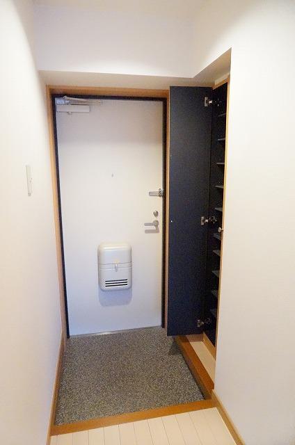 ヒルズ天神 02060号室の玄関