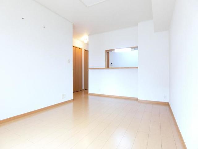 ソレイユB 01020号室の居室