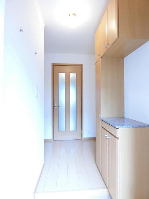 ソレイユB 01020号室の玄関