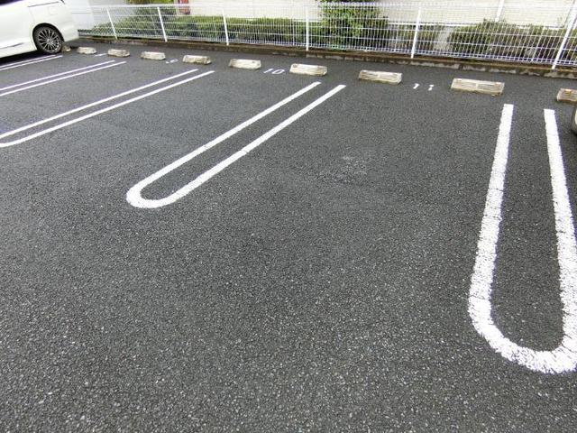 ソレイユB 01020号室の駐車場