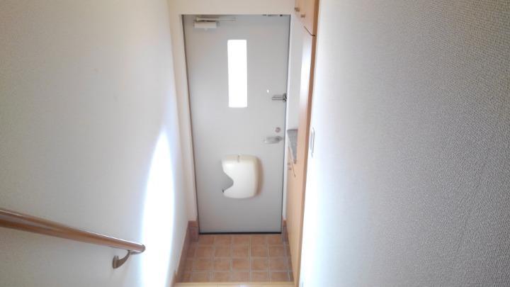 メープル 02010号室の玄関