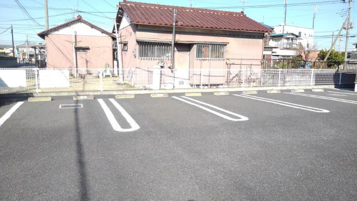 メープル 02010号室の駐車場