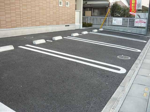 マ-ベラス ヴィラ 02030号室の駐車場
