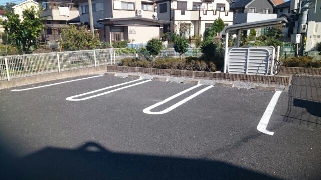 ブルックホーム 02020号室の駐車場