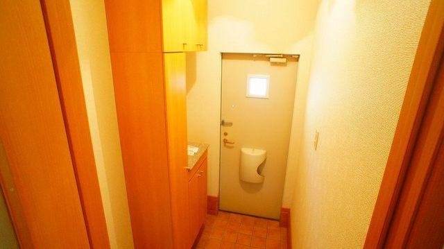 モンティセロ 01010号室の玄関