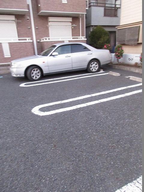 スプリングワットC棟 01010号室の駐車場