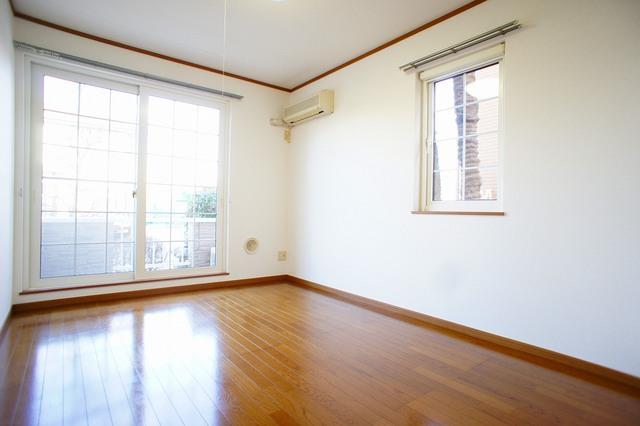 ファミ-ルメゾンC 01010号室の居室
