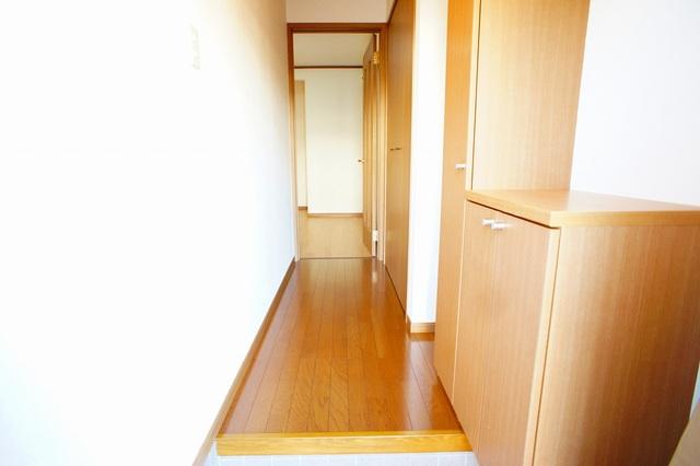 ファミ-ルメゾンC 01010号室の玄関
