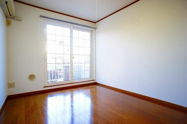 ファミ-ルメゾンC 01030号室の居室